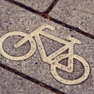 【65歳以上の自転車利用者必見!!】帽子じゃないの!?かぶりたくなるヘルメットで死亡事故を減らせ!