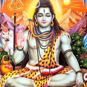 破壊と再生と踊りの神シヴァ