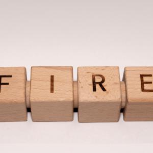 「FIRE」を目指すのに効率的な3つの投資商品の組み合わせを具体的にご紹介!