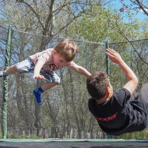 子供を投げないで airborne