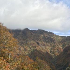 紅葉の守門岳