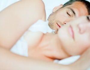 【口呼吸】口を開けて寝てない?顔がたるむ原因に!鼻呼吸にする方法3選