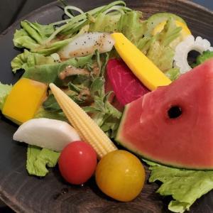 コージーカフェのサラダは、20種類の野菜入り