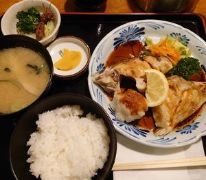 焼き魚(ブリカマ)定食@仲見世