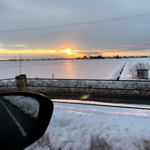 雪の中の夕日