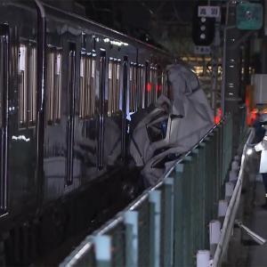 阪急電車・特急と車ワゴンが衝突、先頭車両が脱線