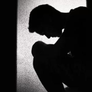 """日本人妻を残して強制帰国…20代留学生の日常を奪った警察官の""""あるひと言"""""""