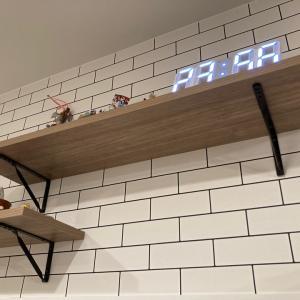 【造作棚受け】我が家のキッチン裏の造作棚の棚受け金具は、南海プライウッド製です。