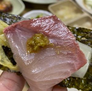 オープン時間に28チームも待機しているホンデ(弘大)大ブリ刺身の美味しいお店!