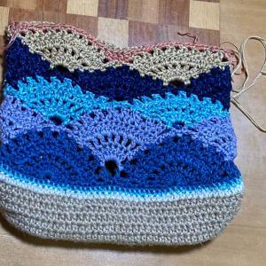 あまり糸でバッグ途中経過、〜編んでる物の記録
