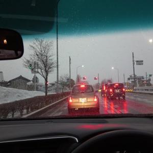 雪降る朝、弁当忘れて急いで出勤