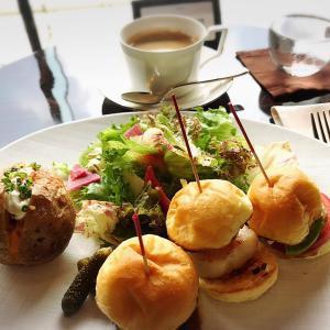 パレスホテル東京 ラウンジバー プリヴェで優雅なランチ 紅茶やコーヒーのおかわりもOK!