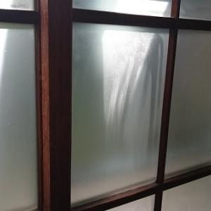 昭和レトロな窓ガラス