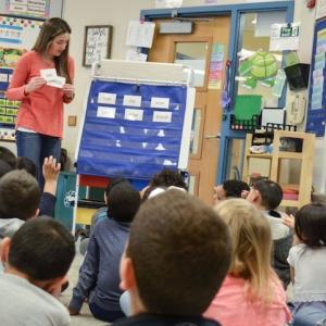 アメリカの学校では英語をどう教えるのですか?