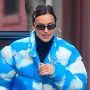 イリーナ・シェイク、おしゃれセレブが着用!モスキーノ×パレスのダウンジャケットを使った私服スタイル★