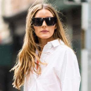 オリヴィア・パレルモ、白シャツ×レザーロングスカートにローファーを合わせた大人シックな秋服コーデ★