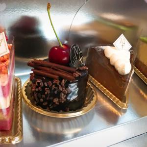 「パティスリーメゾンフジヤ」本日、本町にオープンしました✩ワンランク上の洋菓子店です