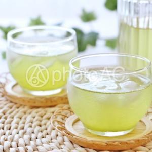 緑茶にレモンを入れるとダイエットに効果的ってホント?