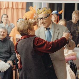オスカー候補のドキュメンタリー 映画『83歳のやさしいスパイ』ネタバレあり