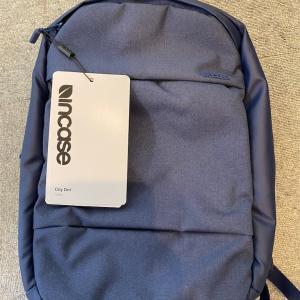 コンパクト&軽量なのにしっかり保護できえうミニマルなバックパック incase City Dot Backpackレビュー