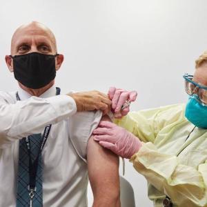 16歳以上に、ファイザーワクチンの3回目の接種を推奨することを拒否