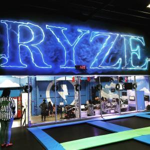 大人も子供楽しめる「RYZE」トランポリンパーク