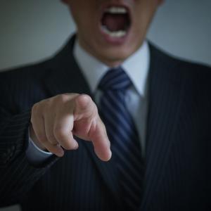 大きな音で社員を威嚇する輩が居る会社は早く辞めるべき理由4選