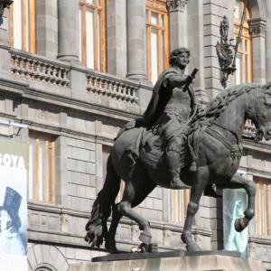 メキシコのカール4世像 ~「修復失敗」の被害像~