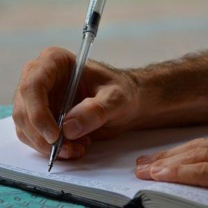 クレジットカード会社で仕事をするのに必要な資格 貸金業務取扱主任者資格試験について