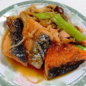 きのこが安い時に作って欲しい!「鮭ときのこのバター醤油」レシピ!