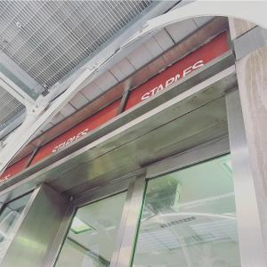 アメリカNYの文具屋さん「STAPLES 」にて海外限定モデルのEnergel Alloyを購入♫