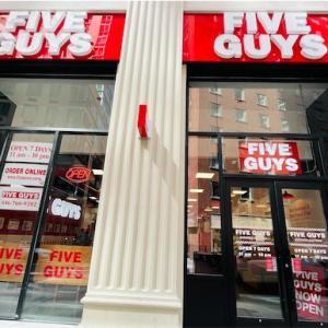 ファーストフード店「FIVE GUYS」美味しかったんだけど...失敗!><