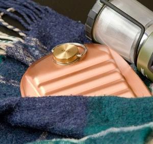 冷えた身体に助け舟、暖かい純銅製の湯たんぽ