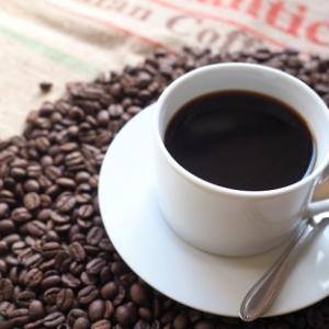 カフェインレスのコーヒー・紅茶を飲む