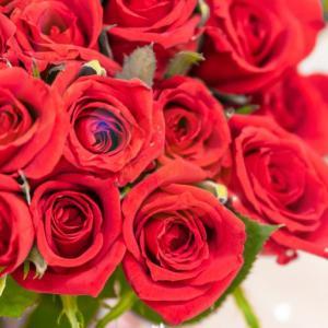 入籍の当日、妻にバラの花束をプレゼント