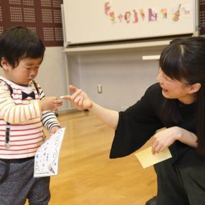 幼稚園リトミックはとてもとても楽しいです!音楽を体験します。