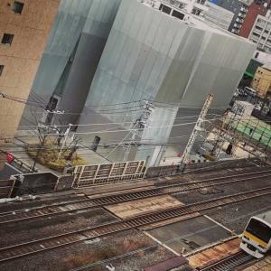 両国駅を出入りするJR総武本線の遠景