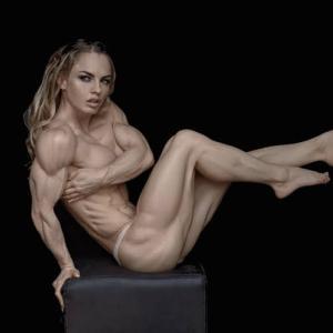 【画像】鍛えすぎた女の体www