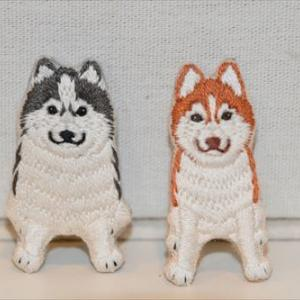 ローズとモネのハスキー刺繍ブローチ