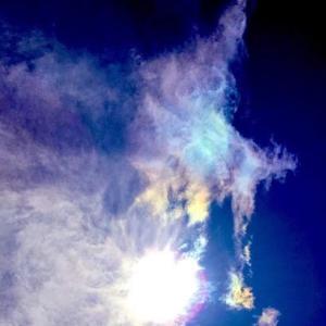 未知との遭遇 彩雲の中にエイリアンが写りこむ
