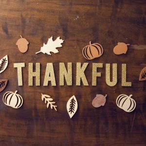 アメリカの「感謝祭」とは?伝統料理や過ごし方、歴史を紹介