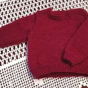 孫のための初手編みセーター