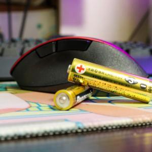 【ワイヤレスマウス】無線マウスは絶対に乾電池にしたほうがいい理由