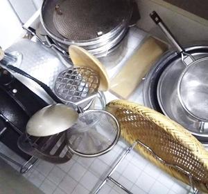 キッチン収納を見直す。-【ニトリ】適度に便利フライパンスタンド購入-