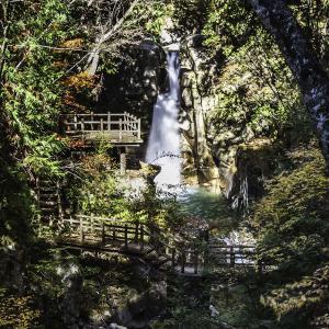 夕森公園 絶景の紅葉 竜神の滝と竜神神社 写真紀行