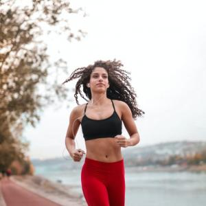 運動不足だと『思う』だけで死亡リスクが上がる!?運動の効果を上げる心理学について解説。