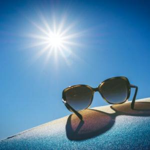 目から日焼け?目に紫外線が入ると肌老化の原因になるってホント!?