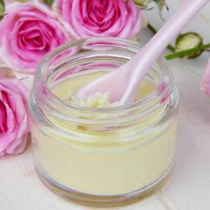 美白美肌にビタミンCとビタミンA!併用できる?先に塗るのはどっち?