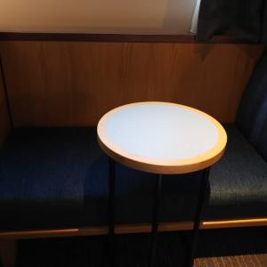 ★チェアとセットのサイドテーブル