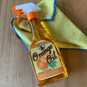 無垢材テーブルをオレンジオイルでお手入れ